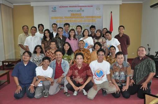 Panitia dan Peserta Seminar dari Berbagai Kota, Ciawi, Jakarta, Cirebon, Jojakarta, Semarang, Solo, Pati, Magelang, Kediri, Surabaya, Bali dan Bandun